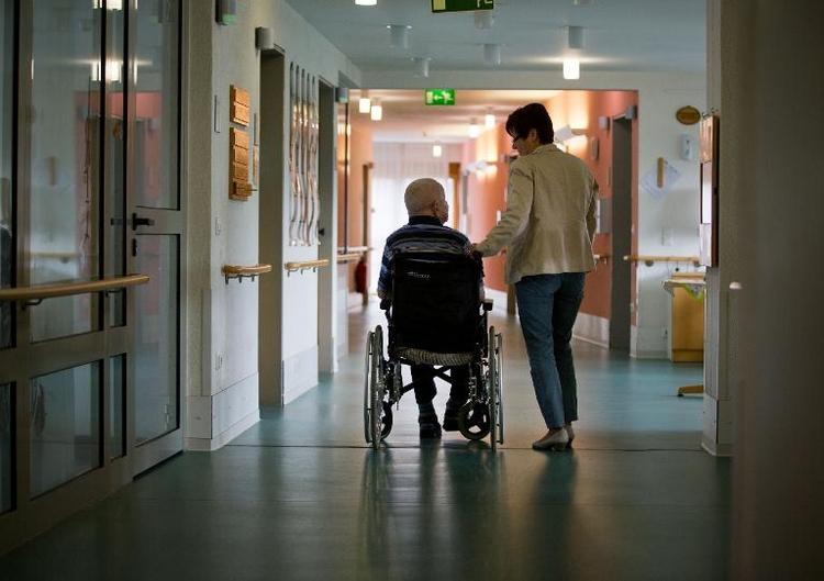 Bundestag berät über Reform der Pflegeversicherung (© 2014 AFP)
