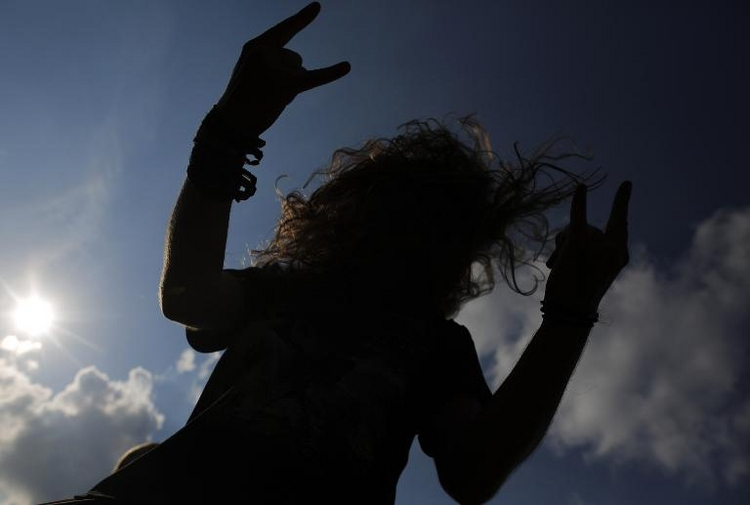 "Heavy-Metal-Fan erleidet nach ""Headbanging"" Hirnblutung (© 2014 AFP)"
