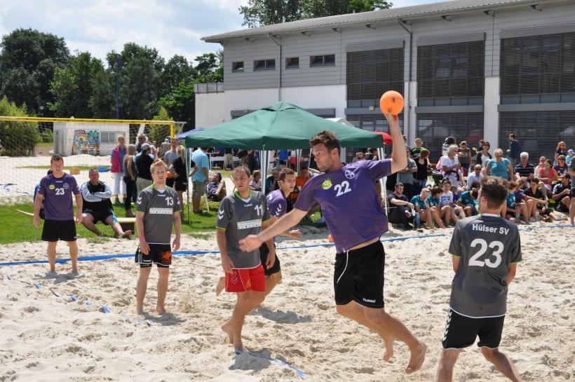 Am 5. und 6. Juli 2014 ist wieder Beach Handball in Krefeld angesagt. (Foto: Jens Sattler)
