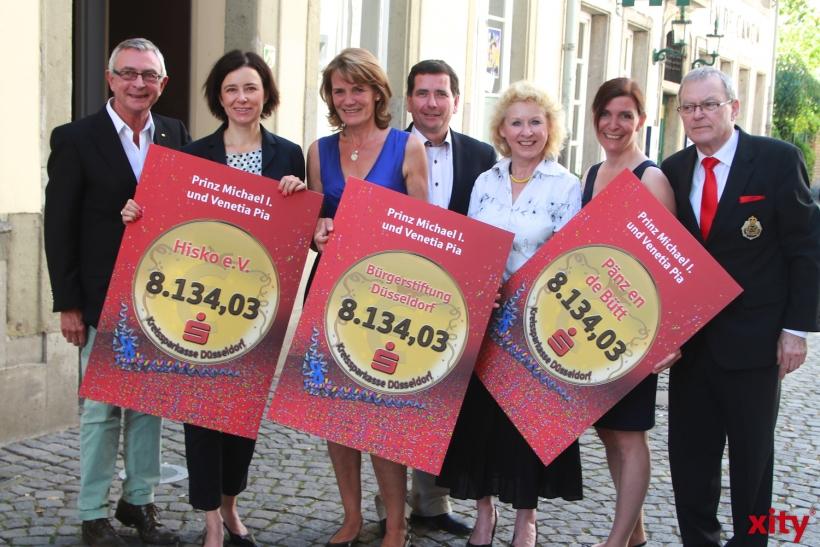 """Pia Oertel und Michael Schweers übergaben ihre Spende in Höhe von 24.402,10 Euro für die """"guten Zwecke"""" (xity-Foto: P. Basarir)"""