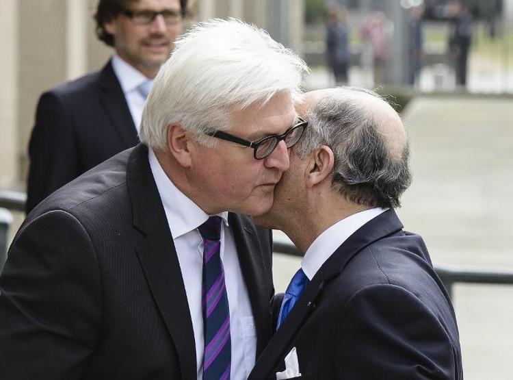 Steinmeier und Fabius vor WM-Spiel im Twitter-Duell (© 2014 AFP)
