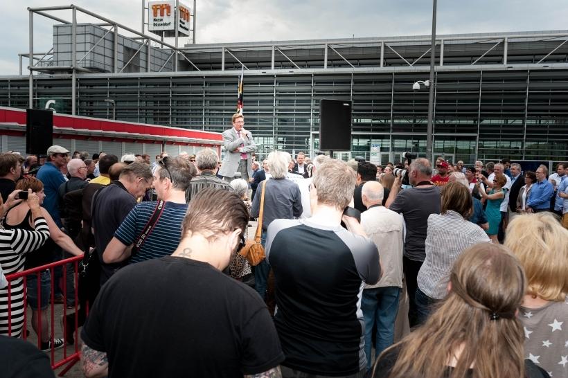 Oberbürgermeister Dirk Elbers sprach ein Grußwort bei der öffentlichen Enthüllung des Denkmals(Foto: Christian Steinmetz)