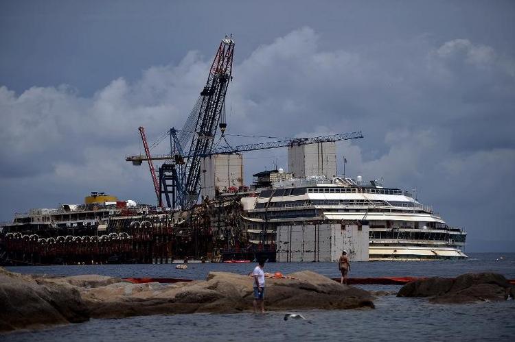 """Havarie der """"Costa Concordia"""" kostet 1,5 Milliarden Euro (© 2014 AFP)"""