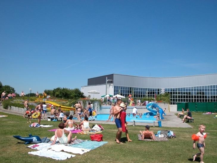 Während der Sommerferien ändern sich die öffentlichen Schwimmzeiten in den städtischen Bädern. (Foto: Lothar Strücken)