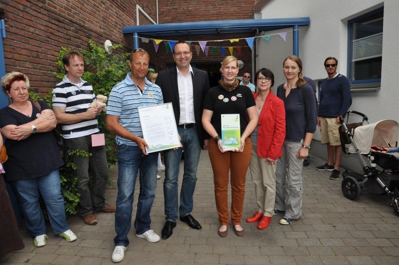 v.l.: Jörg Heydel (Vorsitzender der Elterninitiative Sportpark-Zwerge), Frank Berger, Julia Pellen, Jutta Zimmermann, Stefanie Bendt. (Foto: Sportjugend Krefeld)