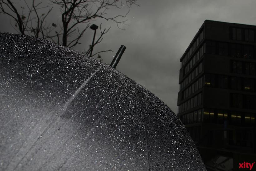 Bei Gewittern und Unwettern ist für 76 Prozent aller Deutschen ein Regenschirm wegen möglichen Blitzeinschlägen tabu (xity-Foto: P. Basarir)