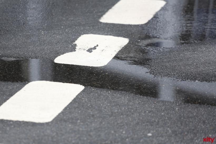 Die Straße war nass und Rutschtig (xity-Foto: D. Creutz)
