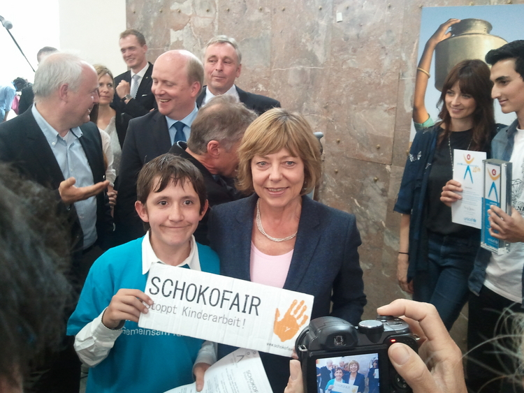NRW-Schüler fordern Schokolade ohne Kinderarbeit (Foto: Schokofair - Stoppt Kinderarbeit)