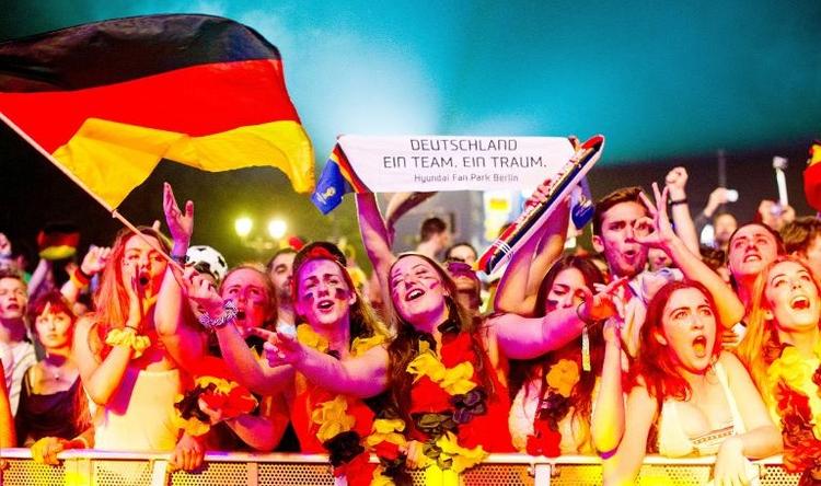 De Maizière hofft jetzt auf WM-Finale gegen Argentinien (© 2014 AFP)