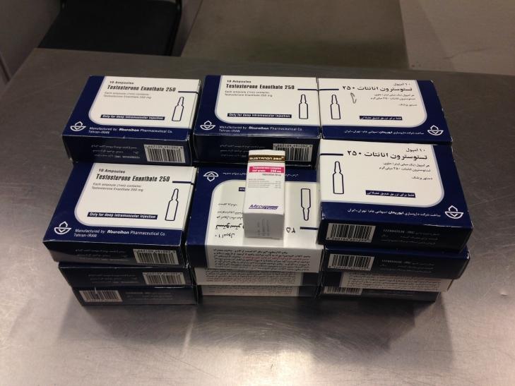 Zöllner am Düsseldorf Airport finden 221 Ampullen Testosteron (Foto: Hauptzollamt Düsseldorf)