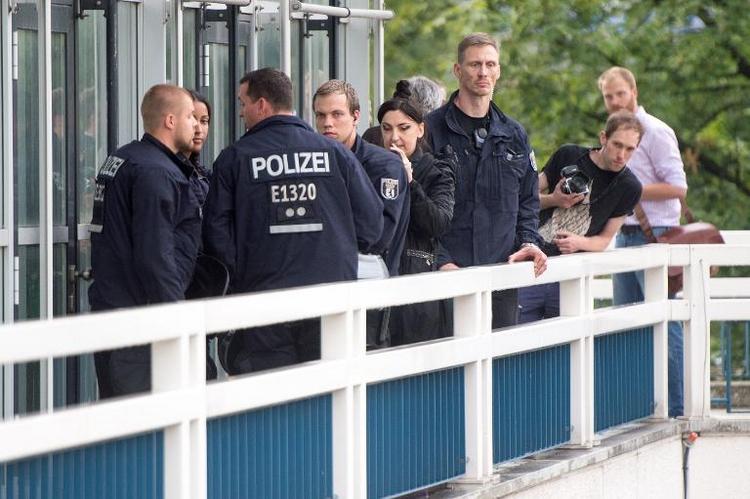 Flüchtlingsprotest auf dem Berliner Fernsehturm beendet (© 2014 AFP)