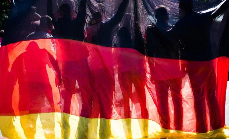 Fans verbreiten vor Anpfiff weltmeisterliche Stimmung (© 2014 AFP)