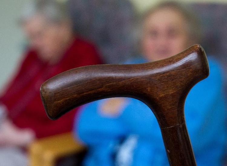 Wirtschaftsinstitut kritisiert Reformpläne zur Pflege  (© 2014 AFP)