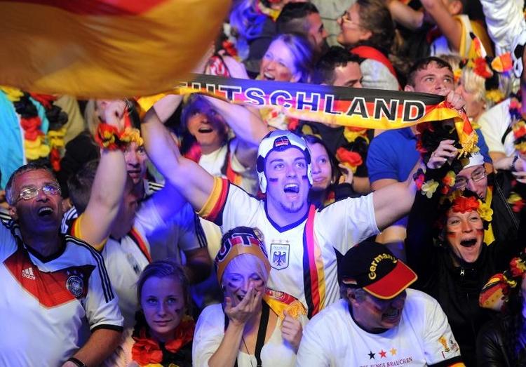 Fans wollen WM-Helden mit Mega-Party empfangen (© 2014 AFP)