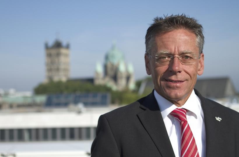 Landrat Hans-Jürgen Petrauschke (l.) begrüßte Mönchengladbachs neuen Oberbürgermeister Hans Wilhelm Reiners in Grevenbroich. (Foto: Rhein-Kreis Neuss)