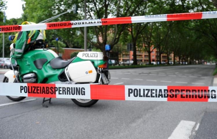 20-Zentner-Bombe am Kölner Rheinufer entschärft (© 2014 AFP)