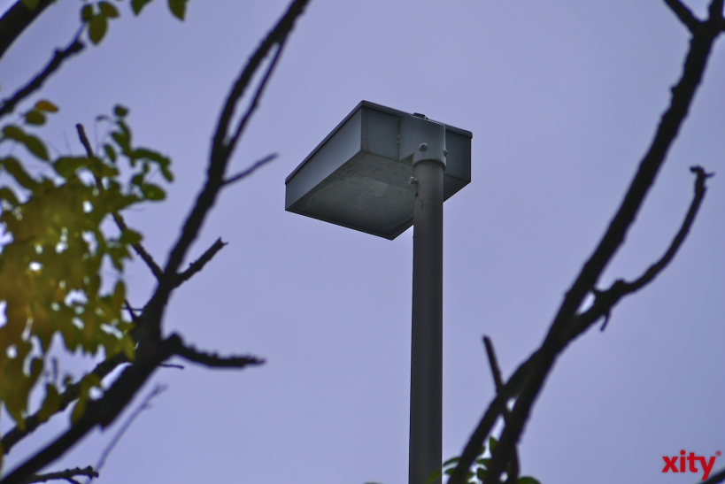 Sturmschaden an Beleuchtung der Rennbahnstraße wird behoben (xity-Foto: D. Postert)