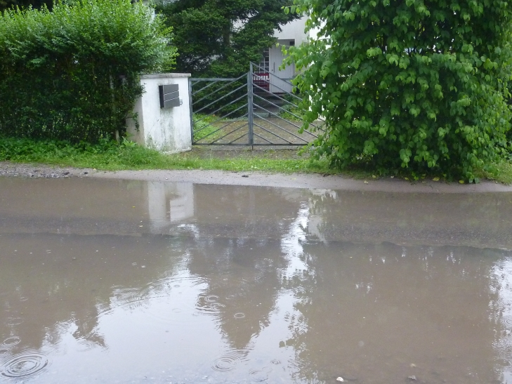 Nach starkem Regen ist der Winnertzweg in Krefeld nicht passierbar. (Foto: SPD-Fraktion Krefeld)