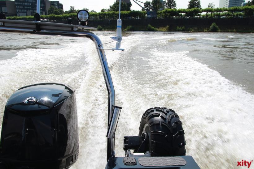 Mit 30 Knoten über den Rhein (xity-Foto: P. Basarir)