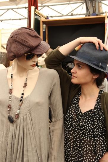 Jeden Samstag Modebummel auf dem Trödelmarkt (Foto: Trödel- und Antikmarkt Aachener Platz)