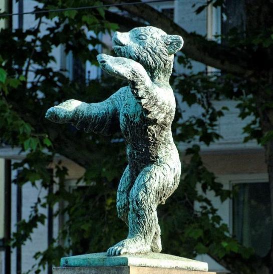 Berliner Bär wird wieder aufgerichtet (xity-Foto: M. Völker)