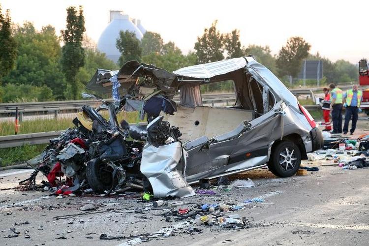 Nach Busunfall Haftbefehl gegen Fahrer beantragt (© 2014 AFP)