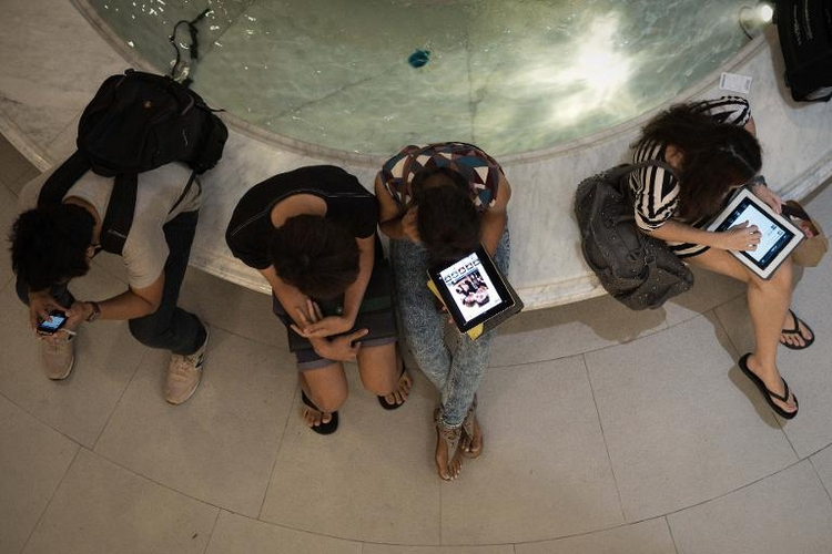 Eltern fehlt oft Überblick über Netzaktivität der Kinder (© 2014 AFP)