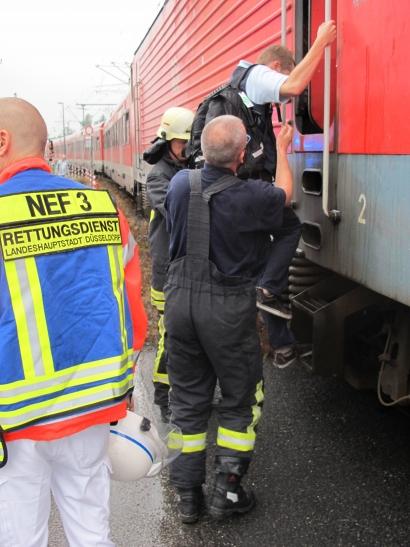 Lokführer der Deutschen Bahn erleidet Schwächeanfall (Foto: Feuerwehr Düsseldorf)