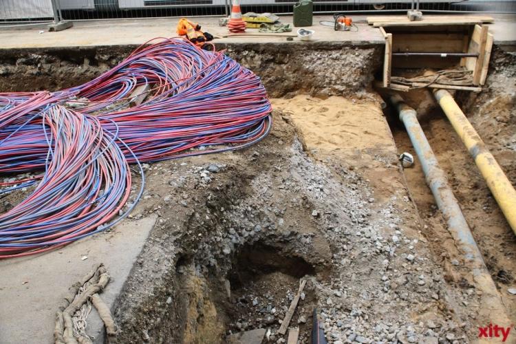 Bagger beschädigt Gasleitung auf der Berliner Allee (xity-Foto: M. Völker)