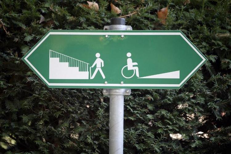 Meiste Arztpraxen für Rollstuhlfahrer ungeeignet (© 2014 AFP)