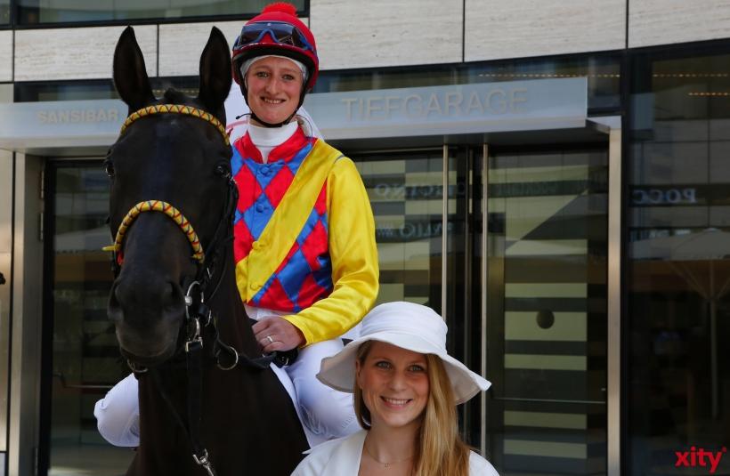Symbolisch stand ein Pferd mit Jockey der Presse für Fotos zur verfügung (xity-Foto: D. Creutz)