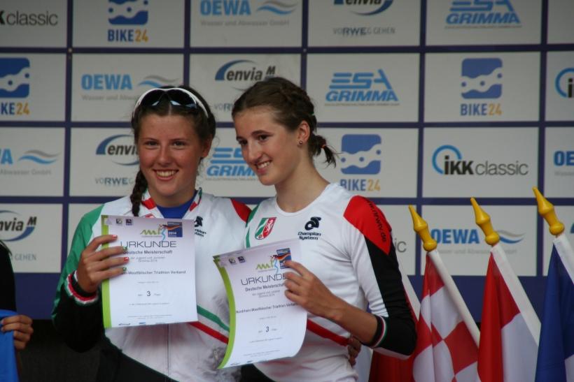 Laura Voss und Anna Pauline Saßerath überzeugen mit Mannschaftsbronze bei der Triathlon Nachwuchs DM. (Foto: Jens Sattler)