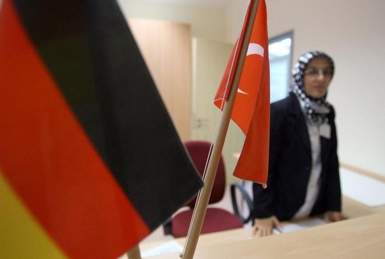 Türkei verlangt Ende der Deutschtests für Ehepartner (© 2014 AFP)