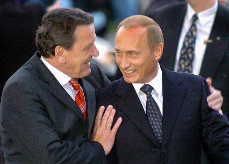 Kritk aus SPD an Schröders engem Verhältnis zu Putin (© 2014 AFP)