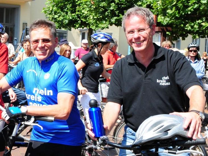 Landrat Hans-Jürgen Petrauschke (links) und sein Vertreter Jürgen Steinmetz führten schon in den vergangenen Jahren die alljährlichen Radtouren des Rhein-Kreises Neuss an. (Foto: Rhein-Kreis Neuss)