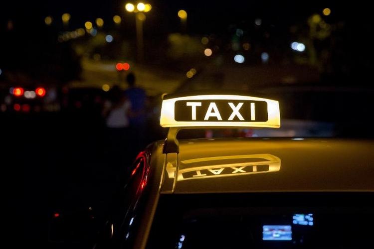 Taxifahrer sollen sich künftig immer anschnallen müssen (© 2014 AFP)