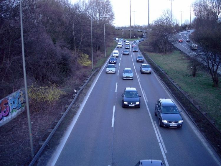 Fahrzeug überschlägt sich bei Verkehrsunfall auf der A 52 (xity-Foto: M. Völker)