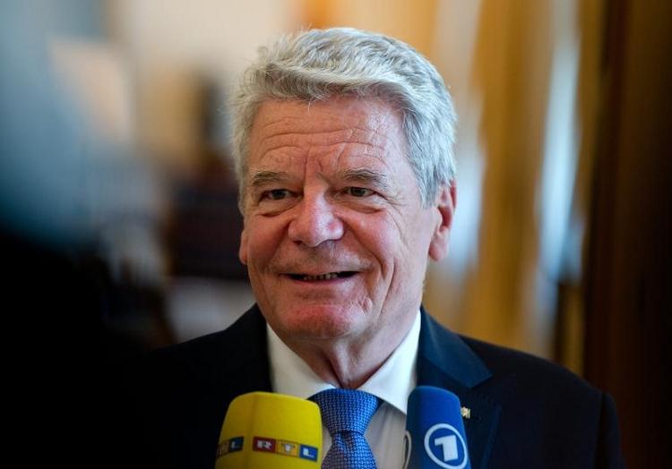 Gauck verteidigt sich gegen Kritik ostdeutscher Pfarrer (© 2014 AFP)