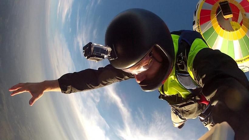 Der Absprung aus einem Heißluftballon ist für jeden Skydiver wie Weihnachten und Ostern zusammen. Während der Sprungwoche in Breitscheid können auch Passagiere im Tandem aus dem Korb eines Heißlüfters hüpfen. Foto:  St
