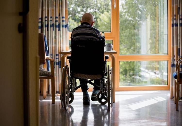 Pflege Sterbender: Angehörige können auf Auszeit hoffen (© 2014 AFP)