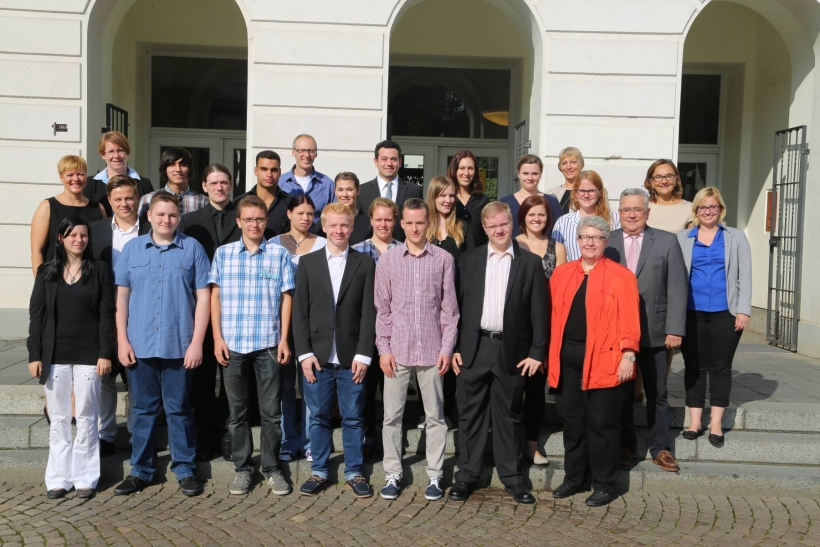 Neue Auszubildende bei der Stadt Krefeld. (Foto: Lothar Strücken)