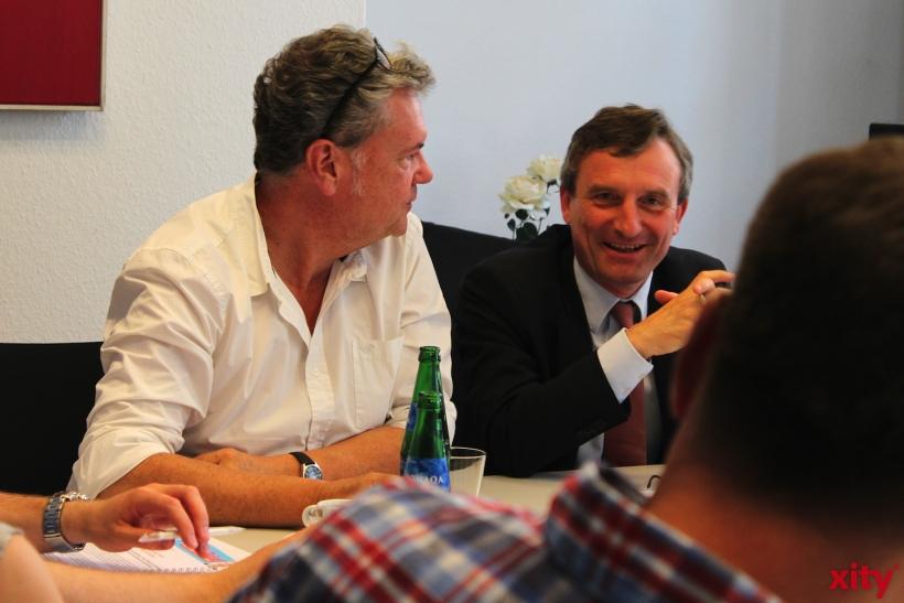 Manes Meckenstock und Thomas Geisel freuen sich auf die Versteigerung. (xity-Foto: H.Müller)