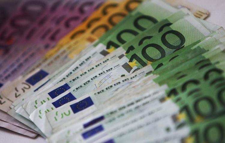 Jugendliche finden auf Feld in Unterfranken 12.000 Euro (© 2014 AFP)
