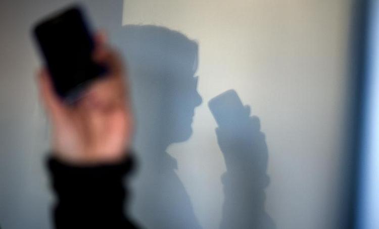 CDU-Politiker verteidigt Masseneinsatz von stillen SMS (© 2014 AFP)