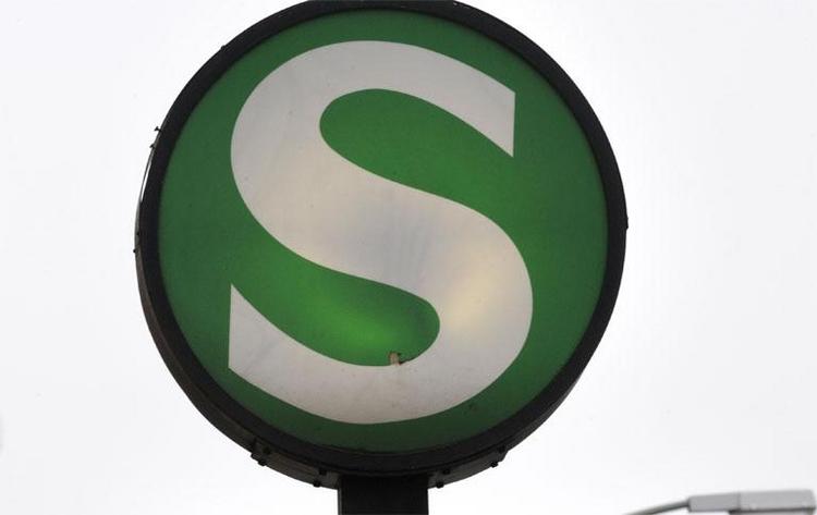 72-Jähriger an Berliner S-Bahnhof fast totgeprügelt (© 2014 AFP)