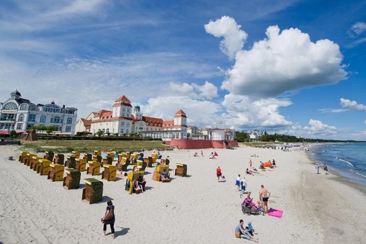 Linke fordert 500-Euro-Urlaubsgutscheine für Arme (© 2014 AFP)