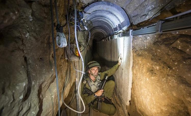 Bundeswehrsoldaten sollen in Israel Tunnelkampf lernen (© 2014 AFP)