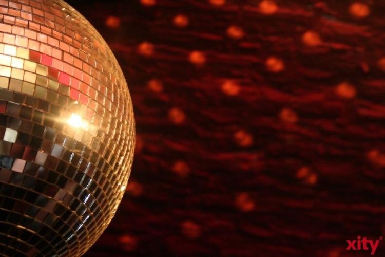 Tänzer gesucht für Ü40- und Ü50-Tanzclubs der Volkshochschule Krefeld. (xity-Foto: M. Völker)