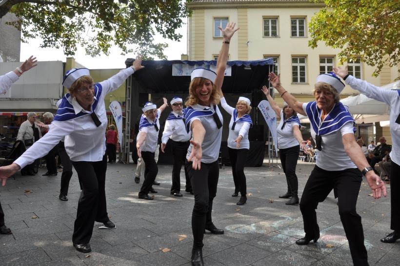 Begeisterten mit ihrer Jazzdance-Aufführung, Sport für betagte Bürger Krefeld. (Foto: J. Sattler)