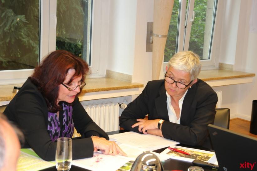 Helga Stulgies und Doris Törkel stellen den Grünordnungsplan 2025 vor (xity-Foto:AO)